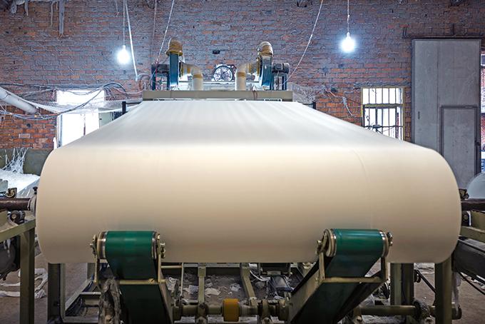 2차원 상자 채우기 문제는 종이를 만드는 공장에서 다양한 면적의 종이들을 만들 때 버려지는 종이를 최소화하는 데 적용할 수 있다. 게티이미지뱅크