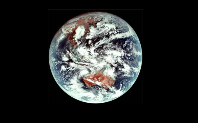 천리안 2A호가 보내온 천연색 컬러의 지구 영상. 호주와 중국 내륙 속 붉은 사막의 모습이 눈에 띈다. 과학기술정보통신부 제공.