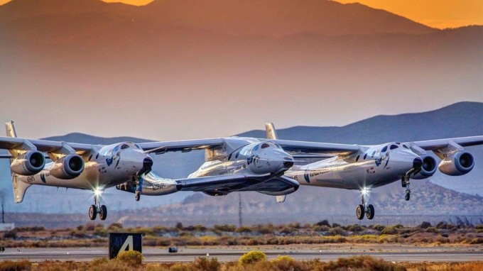 미국 민간우주기업 버진갤럭틱이 이달 초 약 40명의 직원을 해고한 것으로 알려졌다. 사진은 지난해 12월 유인우주비행에 성공한 버진갤럭틱의 우주선 ′스페이스십투′의 모습. 버진갤럭틱 제공