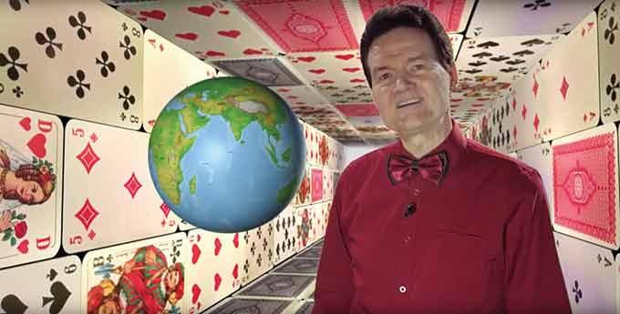 크니치아는 독일 울름대학교에서 수학으로 박사학위를 받았다. 그래서인지 그가 디자인한 600개가 넘는 게임 중 다수는 수학 원리에 따라 확률을 계산해 만들었다. AmandaDesignUK 유튜브 캡쳐