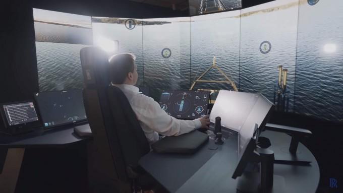 선박에서 50㎞가량 떨어진 핀란드 투르쿠의 원격제어스테이션(RCS)에서 팔코를 실시간 모니터링하고 조종하고 있는 모습. 위험요소를 조기에 파악해 사고를 방지하거나 비상 상황에 활용할 수 있다. - 롤스로이스 제공