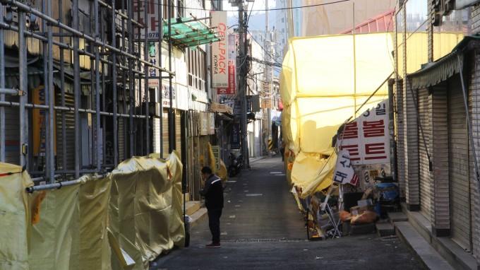 철거로 인해 인적이 거의 끊긴 청계천 공구상가 거리의 모습. 조승한 기자 shinjsh@donga.com