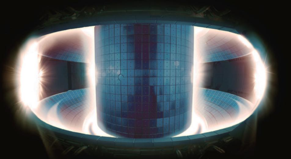 플라스마 발생 시 토카막 내부의 모습. 밝게 빛나는 부분이 사실은 온도가 더 낮다. 국가핵융합연구소 제공