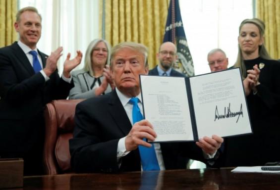 """트럼프 """"우주군 창설은 국가안보 우선순위""""...우주군 창설 명령"""