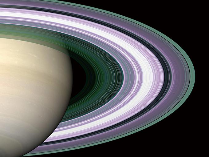 카시니는 마지막 임무인 '그랜드 피날레'를 통해 초당 100톤(t)의 고리 입자가 토성으로 흡수되고 있다는 사실을 밝혔다. NASA JPL