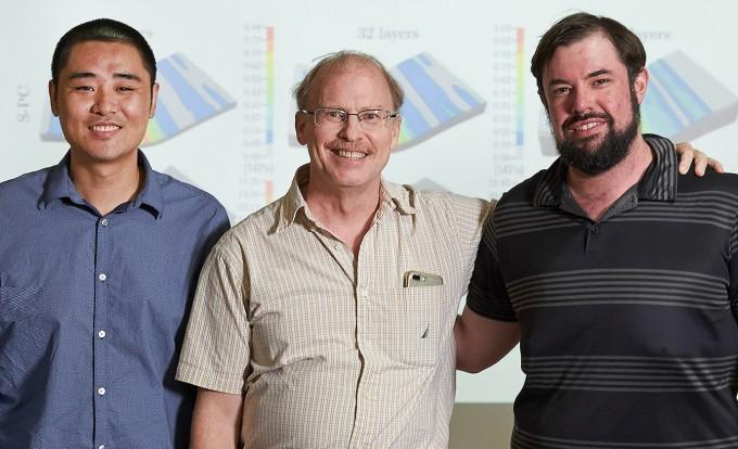 고품질 흑연 제조 기술을 개발한 빈 왕 박사, 로드니 루오프 교수, 벤자민 커닝 박사(왼쪽부터). UNIST 제공.