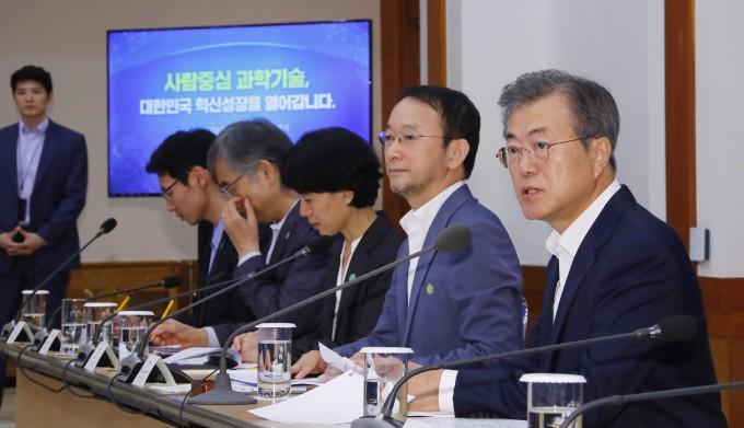 제1회 국가과학기술자문회의 전원회의. 연합뉴스