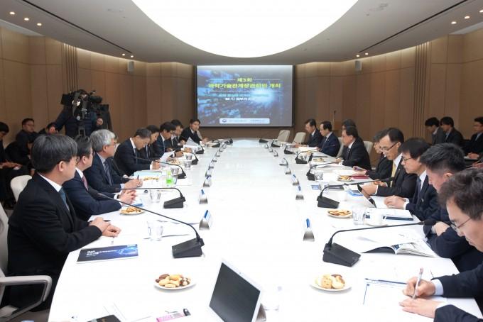 제5회 과학기술관계장관회의가 31일 열렸다. 사진은 3월 개최된 제3회 회의의 모습. 사진제공 과학기술정보통신부