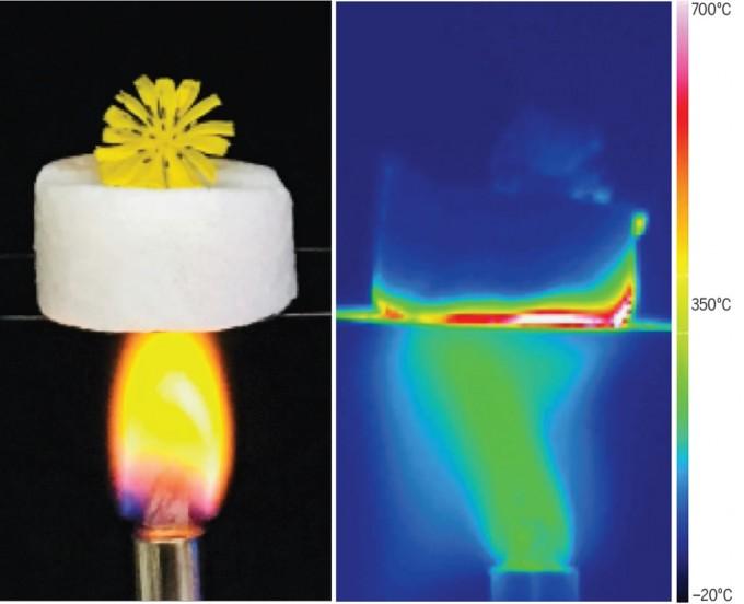 새로 개발한 에어로젤은 램프로 바로 아래에 불을 가해도 전혀 열이 전달되지 않는다. 열차폐 능력이 지금까지 나온 어떤 재료보다 뛰어나다. 사이언스 제공