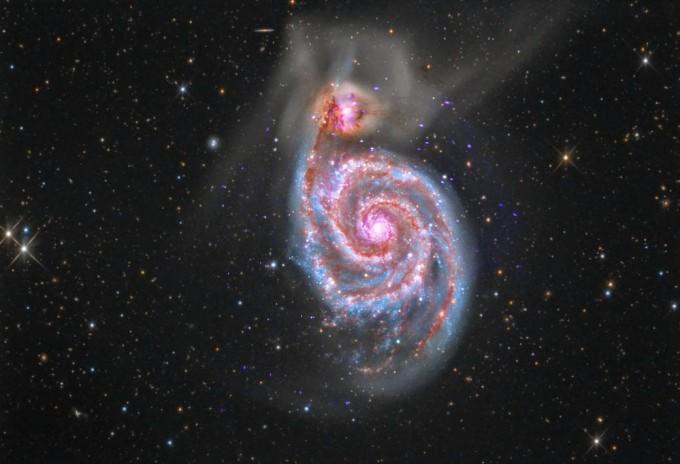 부자은하M51은 나선팔 끝에 동반 은하 NGC 5195가 함께 관측된다.NASA/JPL-Caltech 제공