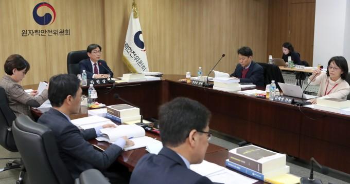 15일 열린 제97회 원자력안전위원회 회의 모습. 원자력안전위원회 제공