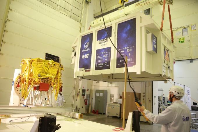 지난 1월 미국 플로리다 케이프 커내버럴 공군기지로의 운송을 준비하고 있는 모습. 스페이스IL 제공