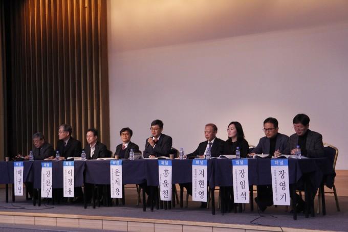 패널로 참석한 전문가들이 토론을 하고 있다. 조승한 기자 shinjsh@donga.com