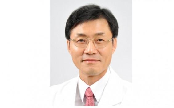'암 예방의 날' 박상윤 국립암센터 교수 국민훈장 수여