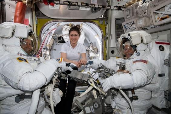우주복이 뭐길래…세계 첫 여성우주인만으로 꾸려진 우주 유영 취소