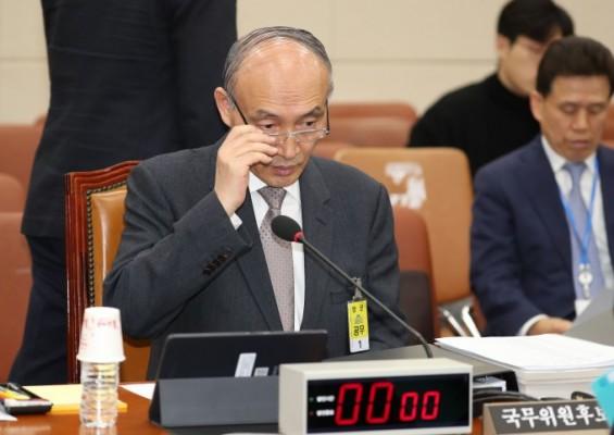 황제유학·외유성 출장 논란 버티다 '부실학회 참가' 결정타