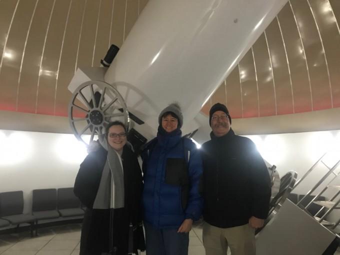 국립과천과학관이 진행하는 외국인 천체관측 프로그램인 '별이 빛나는 밤'에 참여한 카리사 스테어씨, 캐서린 보나르씨, 데이비드 보나르씨(왼쪽부터). 고재원 기자 jawon1212@donga.com