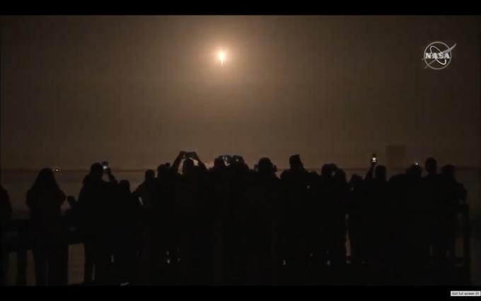 미국 케네디우주센터에서 크루드래건을 탑재한 팰컨9이 발사되고 있다. 사진 제공 NASA