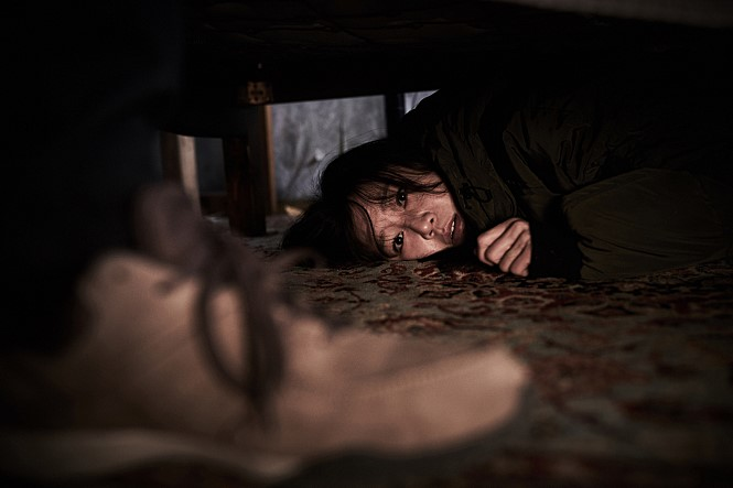 현대사회의 1인가구 증가에 따른 현실 공포를 담룬 영화  도어락(2018)의 스틸컷. 네이버영화 제공
