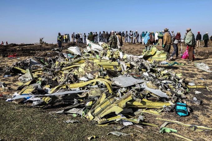 추락한 에티오피아항공 소속 보잉 737 맥스8 항공기 잔해. AFP/연합뉴스