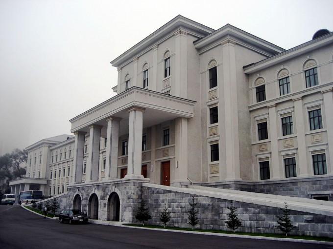김일성종합대. 위키피디아
