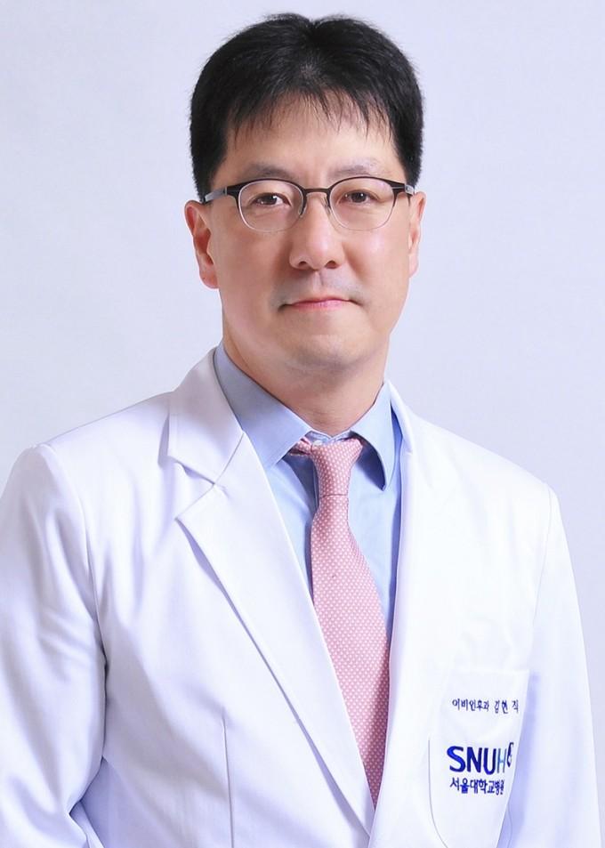 서울대병원 김현직 교수(사진)팀이 수면무호흡증을 로봇수술 했을 때 치료 성공률이 높다고 밝혔다.