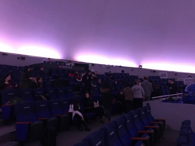 천체투영관에서 관람객들은 겨울철 별자리 해설과 돔 영화를 관람했다.고재원 기자 jawon1212@donga.com
