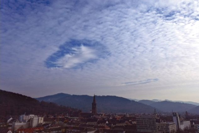 홀펀치 구름(hole-punch clouds). Andress Chiristen(F)
