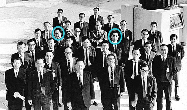 KIST는 1966년 설립과 동시에 해외에서 활약하고 있던 한국인 과학자 18명(사진)을 유치했다. KIST 1세대 연구원 중 유일한 경제 분야 출신이었던 윤여경 경제분석실장(왼쪽 동그라미)은 종합제철 건설추진 전담반에서 김재관 박사(오른쪽 동그라미)와 함께 각각 경제적, 기술적 타당성 분석 업무를 담당하며 밤낮 없이 매달린 끝에 '포항제철소 종합건설 계획안'을 완성했다고 회고했다. KIST 제공