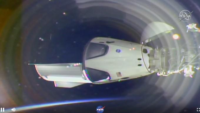 스페이스X, '크루드래건' ISS 안착...민간유인우주선 꿈 눈앞(종합)