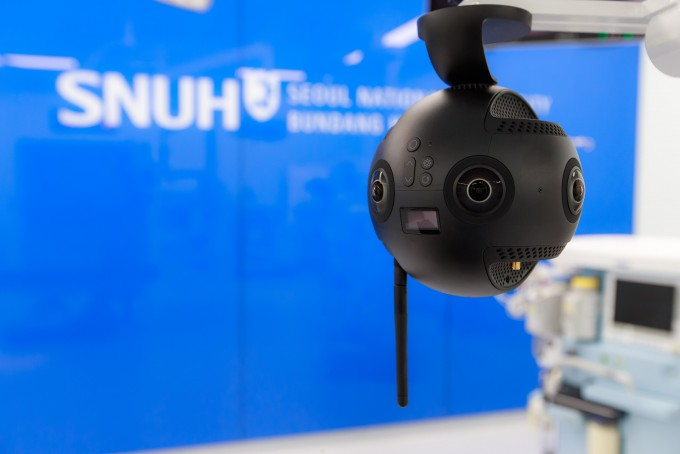 스마트 수술실에 배치된 8K VR 카메라. 분당서울대병원 제공