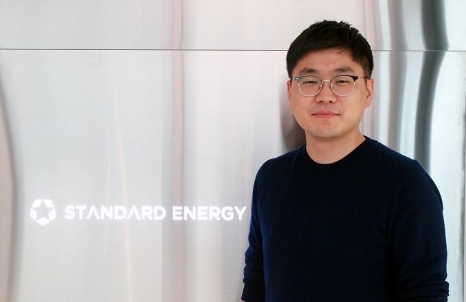 기계공학도 출신인 김부기 스탠다드에너지 대표는 새로운 형태의 '바나듐 레독스 흐름 배터리'를 개발했다. 정체돼 있는 에너지저장시스템(ESS) 시장을 확장하겠다는 포부도 밝혔다. 대전=윤신영 기자
