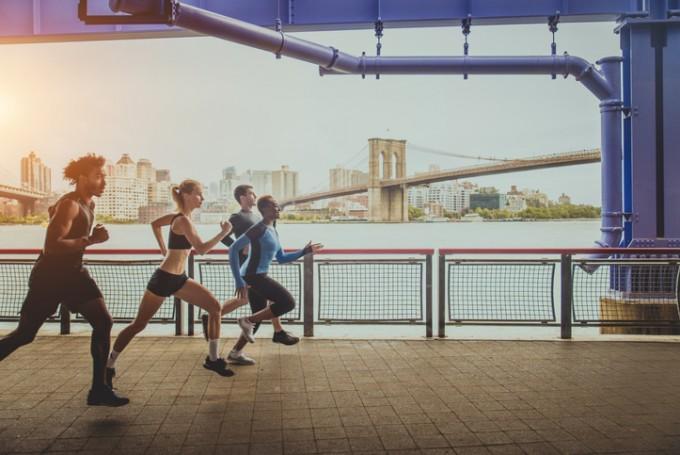 폭신폭신한 러닝화를 신어도 결국 오래 달리면 다리에 무리가 간다는 연구결과가 나왔다. 전문가들은 달리는 방법이 더 중요하다고 강조했다. 게티이미지뱅크 제공