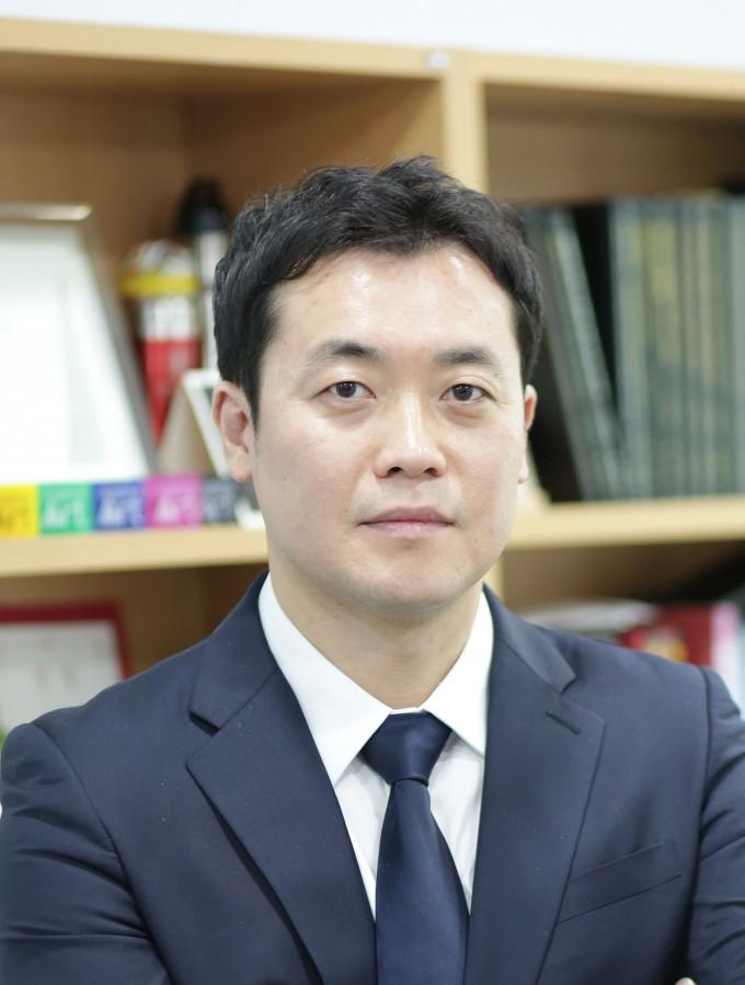 문어빨판 모방 패치소재 개발한 방창현 교수 '이달의 과학기술인상'