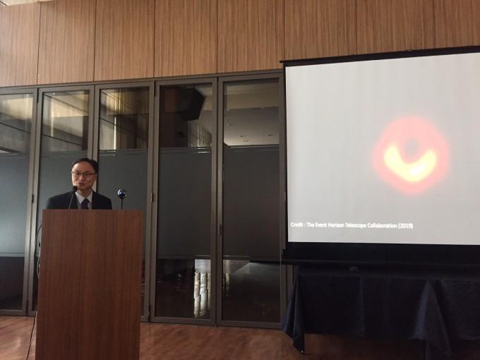 11일 오전, 서울에서 개최된 기자회견에서 블랙홀 관측의 의의를 설명하는 정태현 한국천문연구원 선임연구원. 윤신영 기자