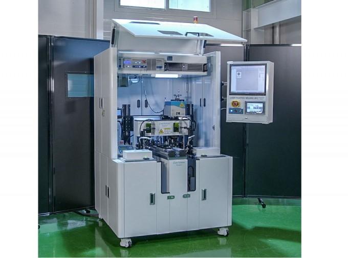 한국기계연구원(기계연)은 김정오 첨단생산장비연구본부 광응용기계연구실 책임연구원 연구팀이 자동차 후방카메라 용접에 필요한 최적의 레이저 출력을 가진 평탄도 가압모듈을 개발했다고 25일 밝혔다. 기계연 제공.