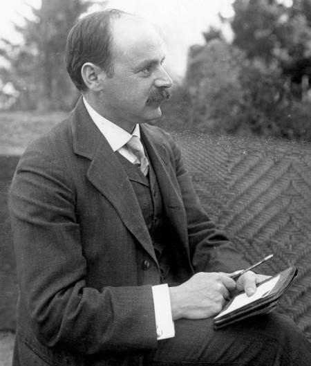 독일의 물리학자 카를 슈바르츠실트는 아인슈타인이 일반상대성이론을 발표하자 3개월 만에 첫 번째 풀이를 구했다. 여기에서 블랙홀의 수학적 개념이 처음 등장했다. 사진제공 위키미디어