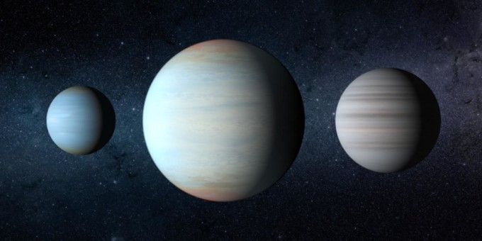 미국 천문학자들이 케플러-47 행성계에서 찾아낸 세 번째 행성 ′케플러-47d′(가운데). 2012년에 발견된 두 행성보다 각각 3.1배, 4.7배 더 크며, 두 행성이 별을 공전하는 궤도 사이에서 공전하는 것으로 확인됐다. NASA/JPLCaltech/T. Pyle 제공