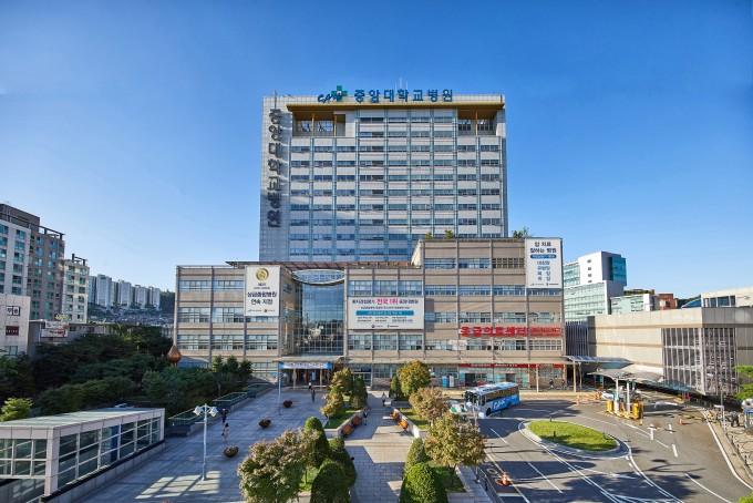 중앙대병원(사진)이 지난 5일 상공회의소에서 열린 제47회 보건의 날 기념식에서 환자중심의 의료문화 확산에 기여한 공로를 인정받아 보건복지부장관 표창을 수상했다.