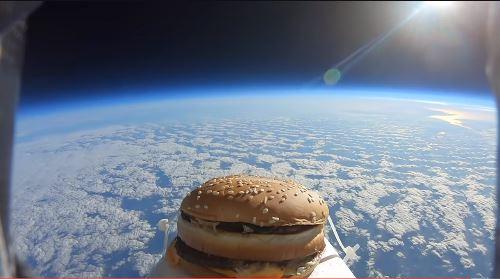 우주여행 다녀온 햄버거…맛은 '매우 딱딱'