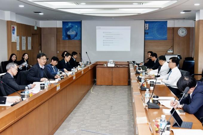 한국건설기술연구원은 4일 경기 일산 건설연 본원에서 개최된 '스마트시티 정책 연구회'를 개최했다. 건설연 제공