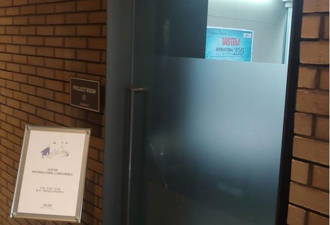 19일 서울 마포구 한 호텔에서 인터네셔널 아카데미오브 사이언스 테크놀러지 엔지니어링 앤드 매니지먼트가 주최한 학술대회가 열리고 있다. 이 학회는 와셋, 오믹스 등과 부실추정학회로 지목되고 있다. 고재원 기자 jawon1212@donga.com