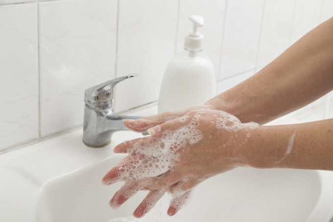 스위스 바젤대병원 연구팀은 WHO가 제안한 것보다 훨씬 간단하게 손을 씻는 방법을 제안했다. 15초간 3단계로 손을 닦는 것이다. 바젤대 제공