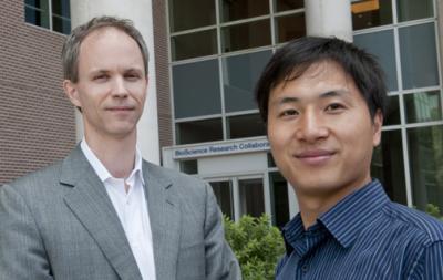 지난해 11월 허젠쿠이 난팡과기대 교수가 유튜브를 통해 유전자 편집 기술로 에이즈에 면역력을 가진 ′디자이너베이비′를 탄생시켰다고 밝혔다. 허젠쿠이 전 중국 난팡과기대 교수(오른쪽)과 그의 지도교수였던 마이클 딤 미국 라이스대 교수. 라이스대 제공