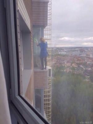19층 유리 닦는 여자 아슬아슬
