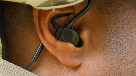 화기 소음 방지용 귀마개로 총알 발사 위치 찾아낸다