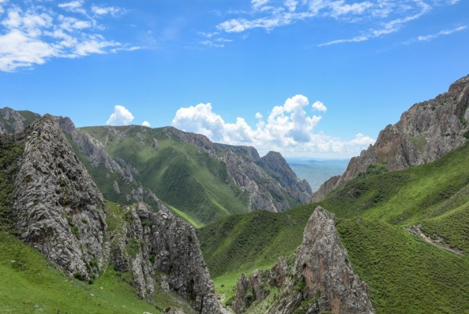 데니소바인 화석이 발견된 티베트 고원지대의 풍경. 이렇게 높은 지역에서 데니소바인은 현생인류에 앞서 엷은 산소 농도에 적응했다. 사진제공 란저우대