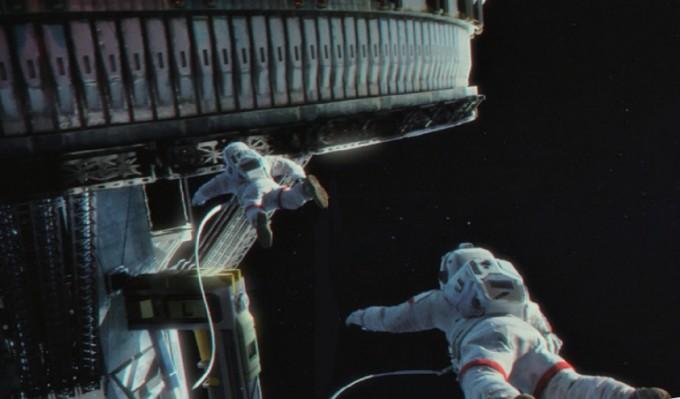우주정가장, 행성추진기 등 다양한 우주기술이 등장한다. 이를 위해 1만 개가 넘는 촬영 소품과 배경, 세트가 제작됐다. 씨네그루(주)키다리이엔티