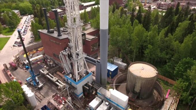 핀란드 헬싱키에 설치된 심부지열발전(EGS) 지열정의 모습이다. 핀란드가 한국이 관리에 실패한 지열발전을 실시간 관측과 운영에 반영하는 실시간 관리를 통해 규모 2 이상이 유발지진이 일어나지 않게 통제하는데 성공했다. 에스티원 딥 히트 오와이 프로젝트 제공