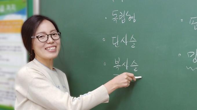 홍영덕 교사는 학생들이 서로 대화하는 역동적인 수업을 만들고 싶다고 전했다. 신용수 기자